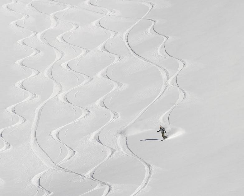 Arolla White lines