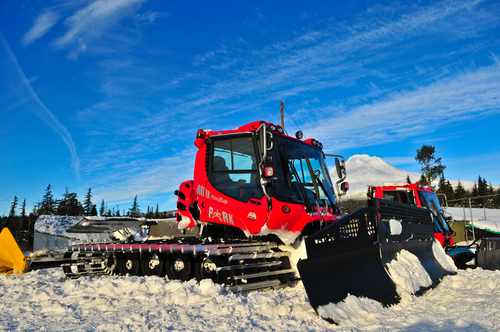 Mt Hood Ski Bowl Ski Resort by: Eric Hemphill