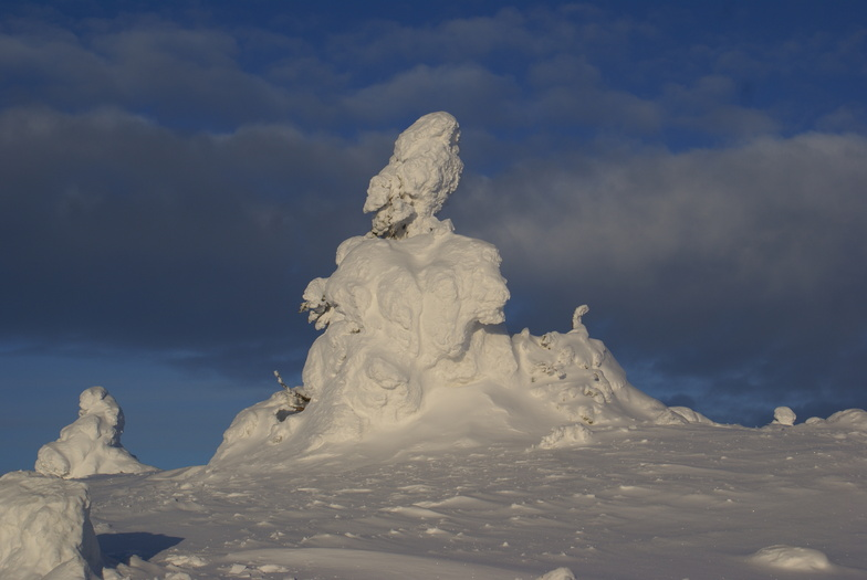 Snowsculptures on the mountain, Levi