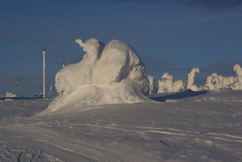 Snowsculptures2 on the mountain, Levi