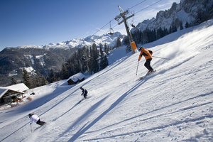 Piste skiing in Gosau-Zwieselalm photo