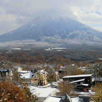 Autumn snow, Niseko Grand Hirafu