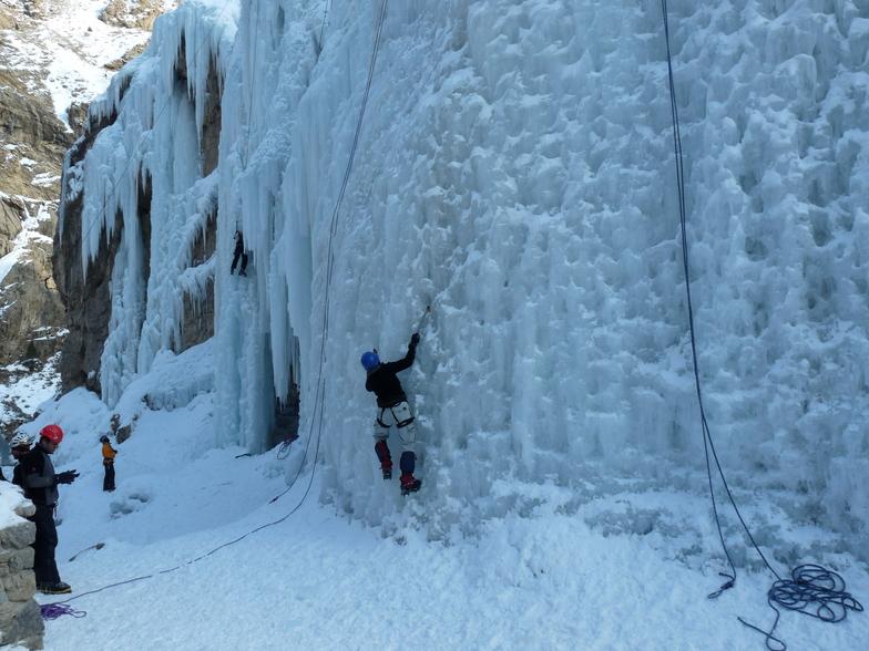 Hamaloon (Hameloon) icefall, Shemshak