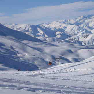 Dizin area cowered by new snow