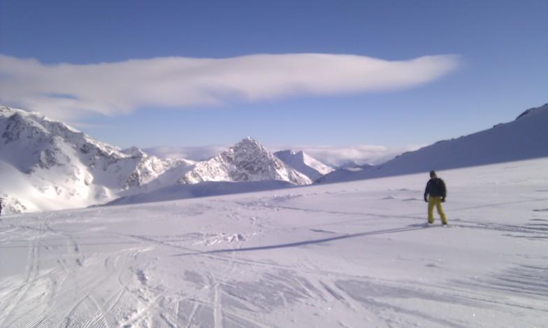 Snowboarding near the snowpark, Stubai, Stubai Glacier
