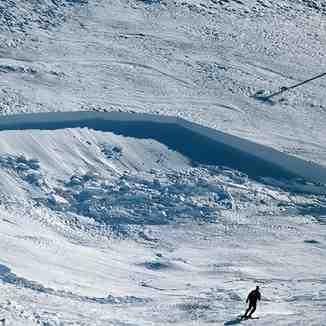 Avalanche crack on the piste, Brezovica