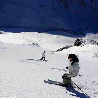 Chixx on steep off piste, Brezovica