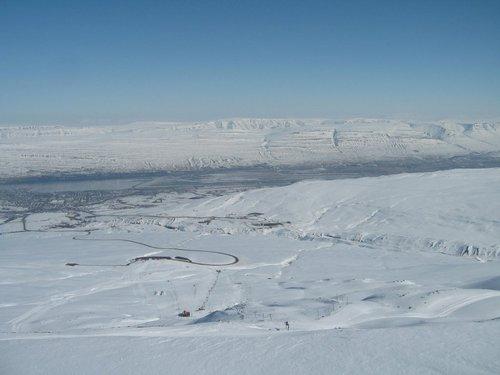 Hlíðarfjall Akureyri Ski Resort by: Gudmundur Karl Jonsson
