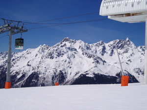 Alpette Telecabin arriving from Oz, Oz en Oisans photo