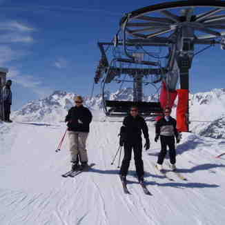 Exiting the Vallonnet Chair lift above Montfrais, Oz en Oisans