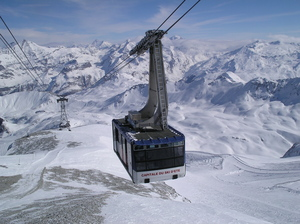 Grande Motte cable car, Tignes photo