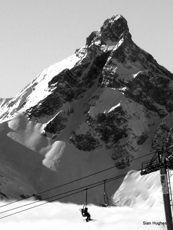 Pt Percee and the Corbalanche chairlift, Samoens