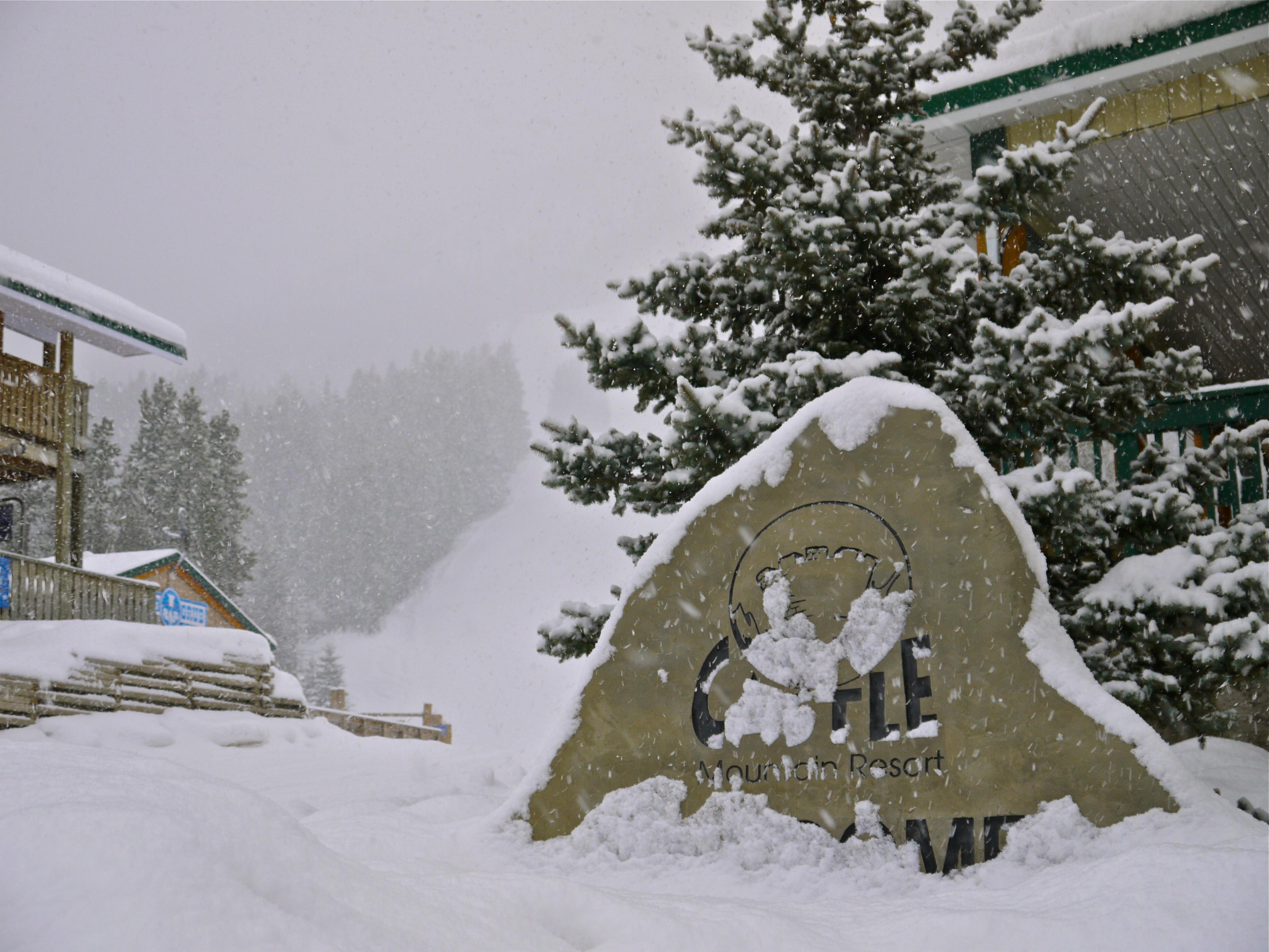 Pow day, Castle Mountain Resort