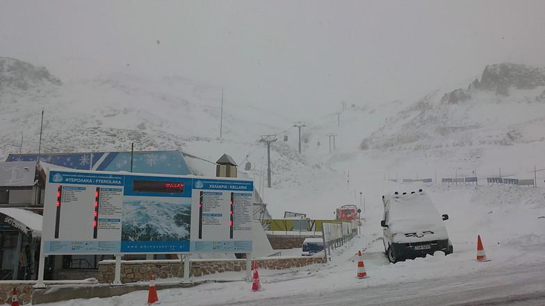 17 /4/11 spring snowfall, Mount Parnassos