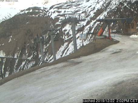Grand Tourmalet-Bareges/La Mongie webcam at lunchtime today