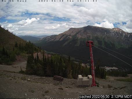 Castle Mountain Resort webkamera ze včerejška ve 14 hod.