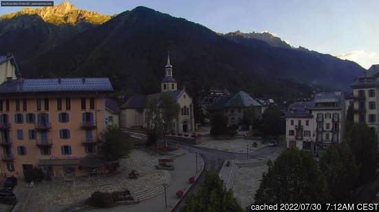 Live Snow webcam for Chamonix