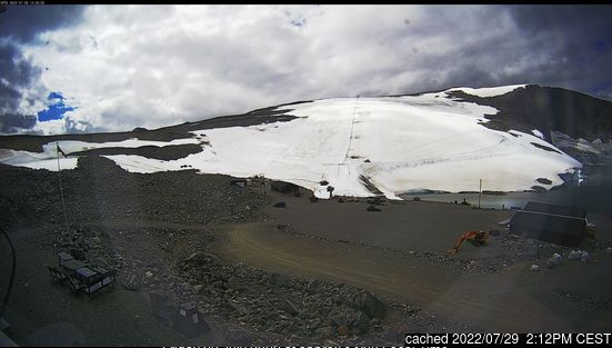 Galdhøpiggen Sommerskisenter webcam at 2pm yesterday