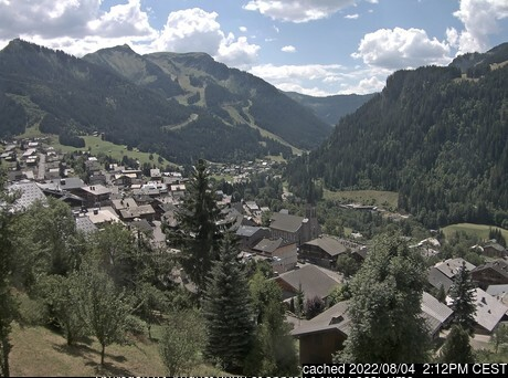 La Chapelle d'Abondance webcam at lunchtime today