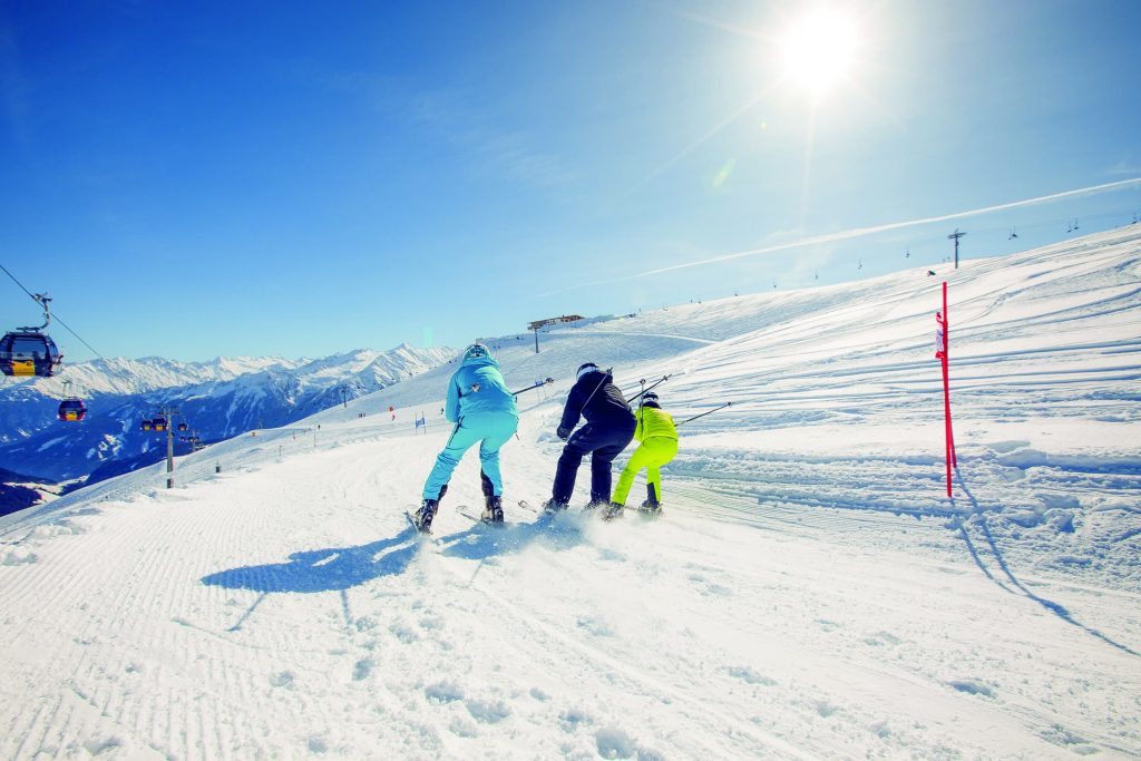 Skiing family in Zillertal